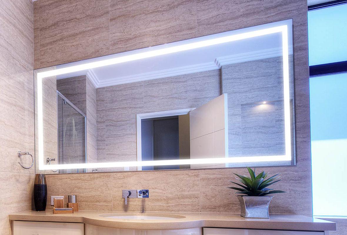 Miroir salle de bain led le top 5 petite salle de bain for Petite salle de bain agencement