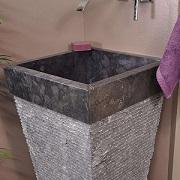 Vasque salle de bain sur pied en pierre pyramide havana noir Wanda Collection