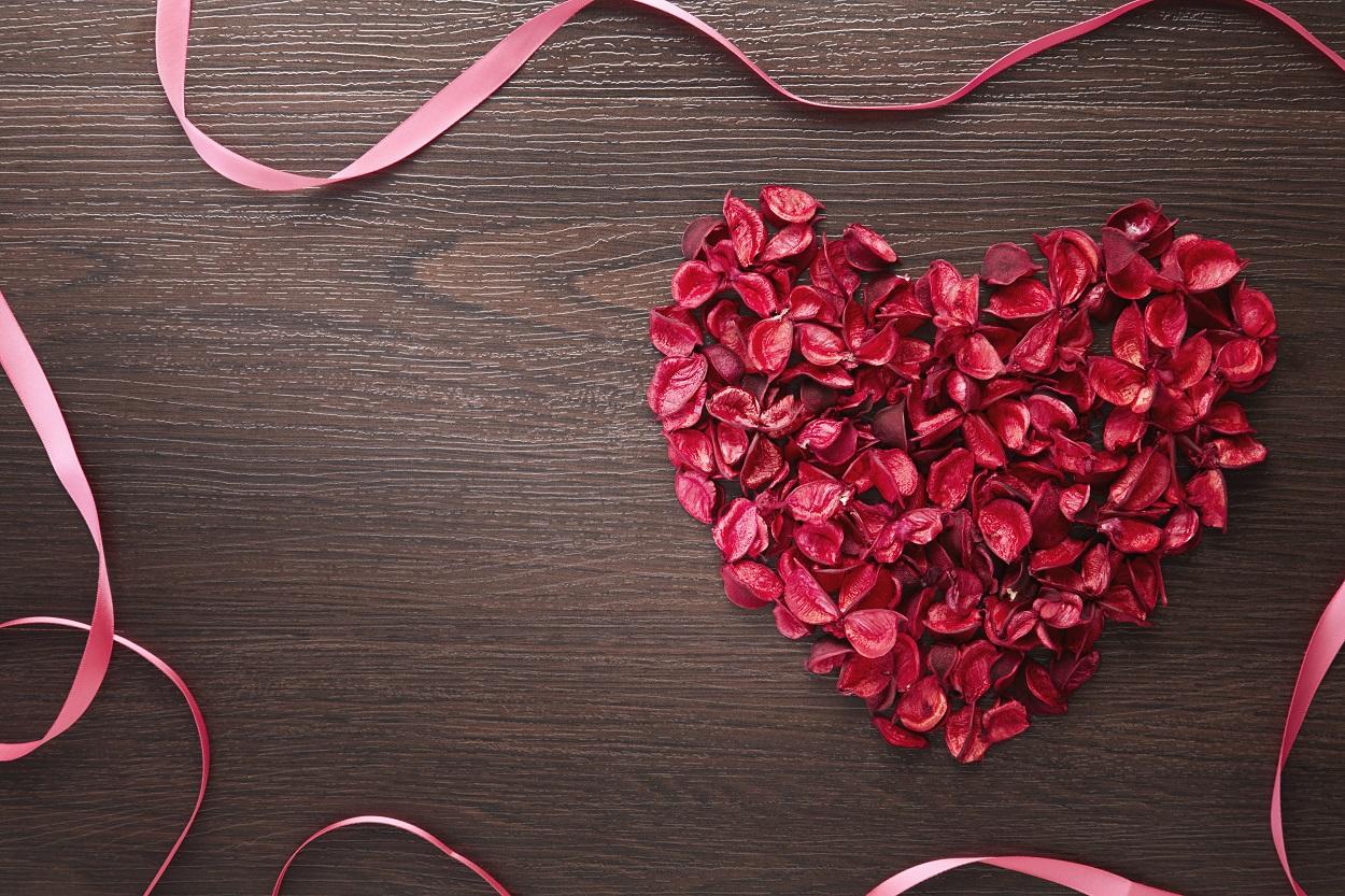 petales-de-rose-romantiques