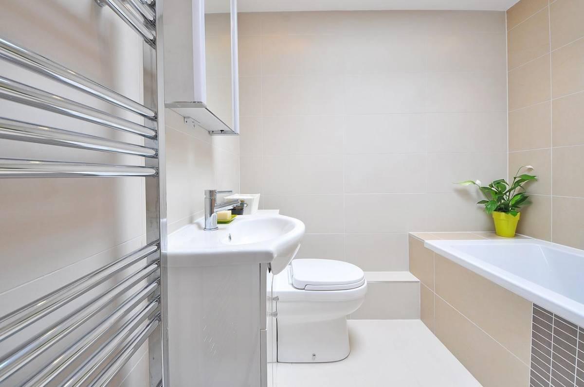petite salle de bain d corer ou r nover votre salle de bain. Black Bedroom Furniture Sets. Home Design Ideas
